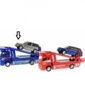 Blauwe die cast oplegger met auto trend