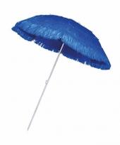 Blauwe parasol voor een hawaii feest trend