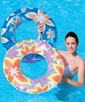 Blauwe zwemring met bloemen trend