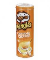 Blik pringles oranje cheddar cheese trend