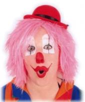 Clownspruiken in het roze trend