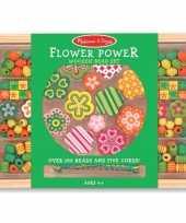 Creatieve kralenset met bloemen trend