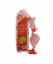 Crepe papier slingers rood en wit trend