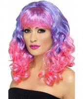Diva pruik met krullen roze paars trend