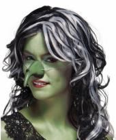Enge heksenneus in het groen trend