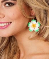 Fleurige bloemen oorbellen groen trend
