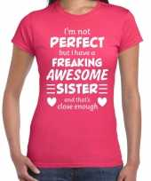 Freaking awesome sister zus cadeau t-shirt roze dames trend