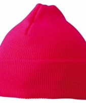 Gebreide kindermuts fuchsia roze trend