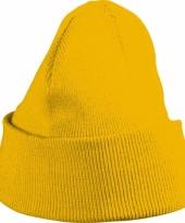 Gebreide kindermuts geel trend