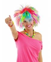 Gekleurde pieken damespruik trend