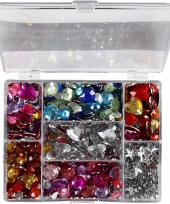 Gekleurde strass stenen in display box trend
