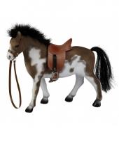 Gevlekt paard met zadel 23 cm trend
