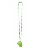 Groen shotglas met een ketting trend