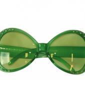 Groene brillen met diamantjes trend