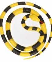 Grote rubberen speelgoed python slangen geel zwart 137 cm trend