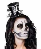 Halloween skeletten dames hoedje op tiara trend