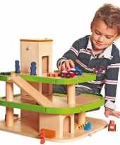 Houten speelgoed garage met lift trend