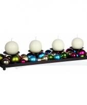 Kaarsen houder met gekleurde kerstballen trend