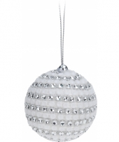 Kerstboomdecoratie witte kerstballen trend