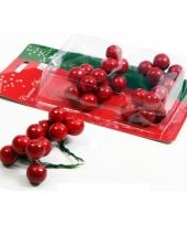 Kerststuk rode besjes trend