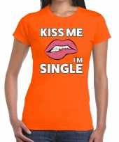 Kiss me i am single t-shirt oranje dames trend