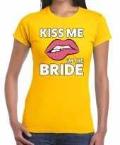 Kiss me i am the bride t-shirt geel dames trend
