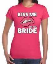 Kiss me i am the bride t-shirt roze dames trend