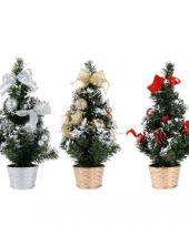 Kleine kerstboom met decoratie trend