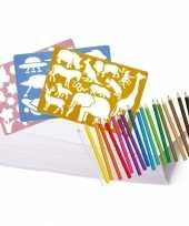 Kleurpakket met potloden en sjablonen trend