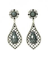 Koningin oorbellen met 3 geslepen diamanten trend