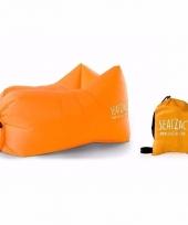 Lekker loungen met deze luchtstoel oranje trend
