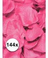 Luxe roze rozenblaadjes trend