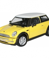 Modelauto mini cooper s geel 1 24 trend
