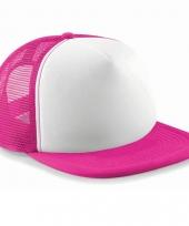 Neon baseballcap trend