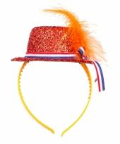 Oranje mini hoedje op haarband trend