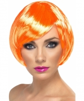 Oranje pruik met hippe boblijne trend