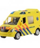 Plastic ambulance met licht en geluid 22 cm trend