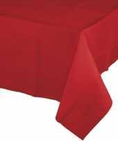 Plastic tafellakens in het rood trend