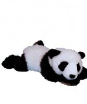 Pluche panda liggend op zijn buik trend