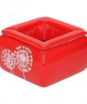 Rode asbak met pluizenbol bloem trend