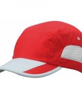 Rode sportieve pet van licht materiaal trend