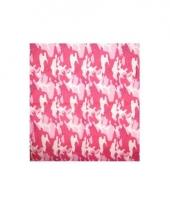 Roze bandana met camouflage print trend