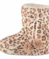 Roze dames sloffen met luipaardprint trend