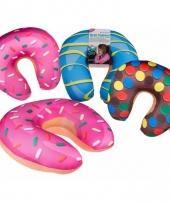 Roze donut nekkussen trend