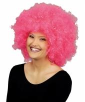 Roze pruik lucy met krulletjes trend