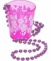 Roze shotglas met een ketting hawaii thema trend