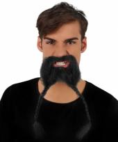 Snor met een baard met vlechtjes trend
