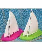 Speelgoed badspeeltje zeilboot groen trend