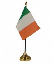 Standaard met vlaggetje ierland trend