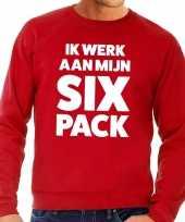 Toppers ik werk aan mijn six pack tekst sweater rood trend